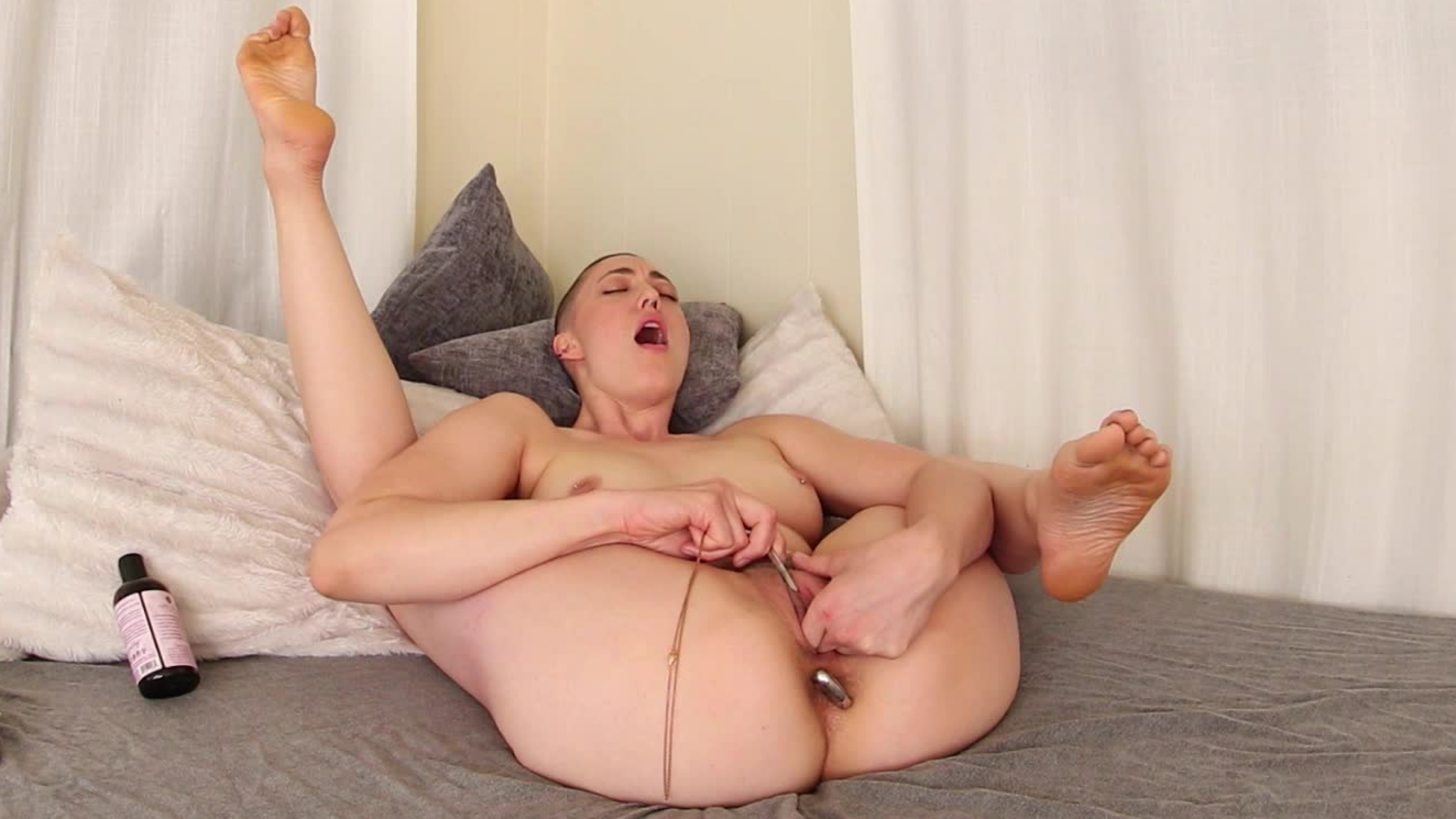 Iris Ives Fills Both Holes
