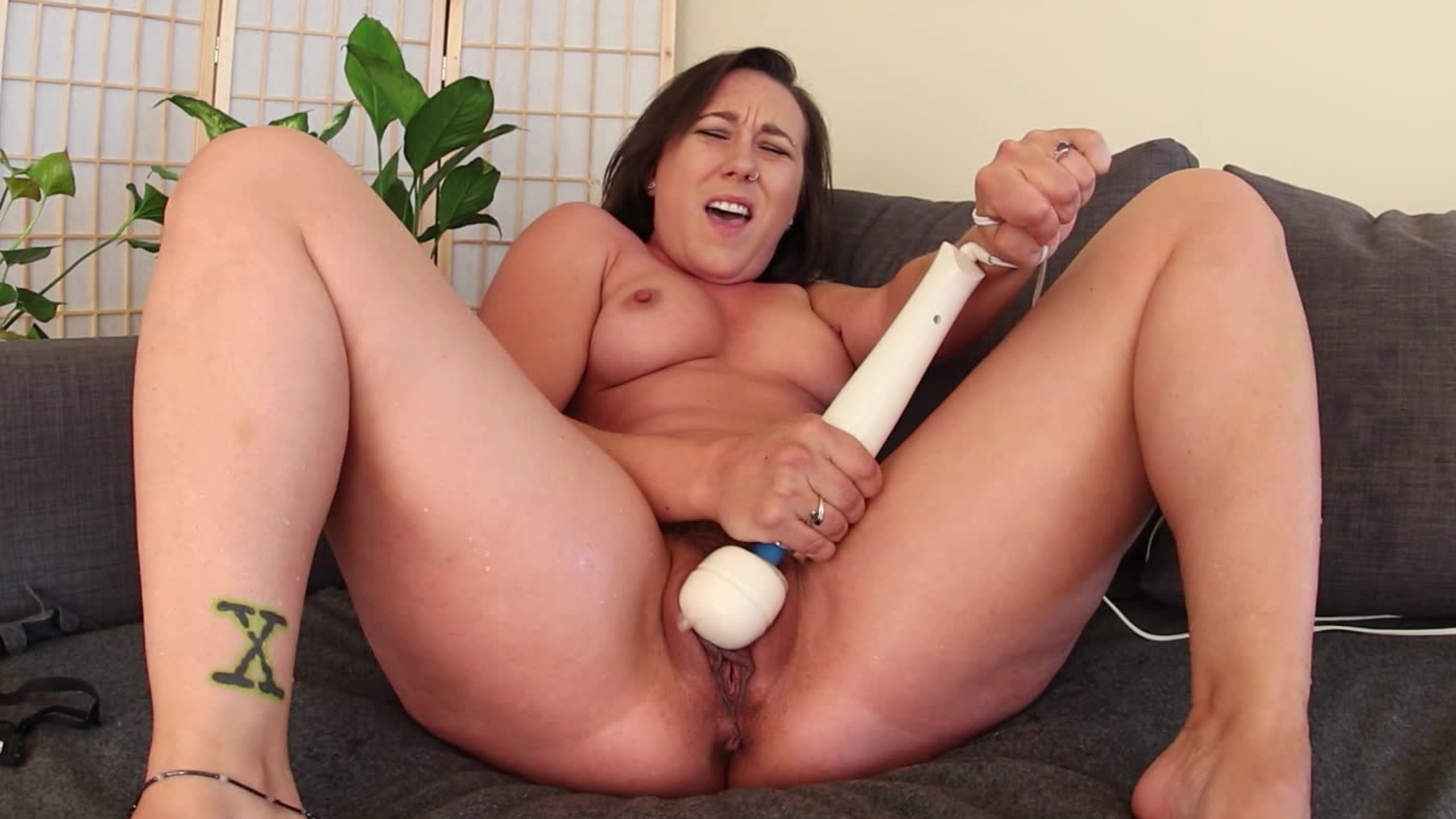 Sinn Sage's Screaming Squirting Orgasm